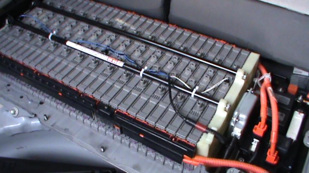 yaris ibrida batteria